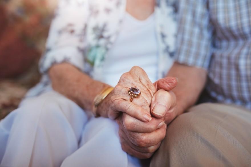 Les Français vivent plus longtemps, mais leur espérance de vie en bonne santé reste stable.